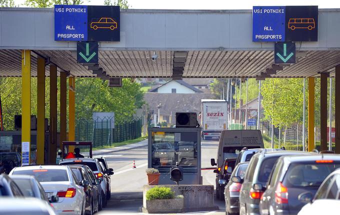 Hrvaška je članica EU, a (še) ni v schengenskem območju. V poletnem času so neprijetni zastoji na hrvaški meji s Slovenijo neizogibni, kar gotovo ni v pomoč hrvaškemu turizmu.