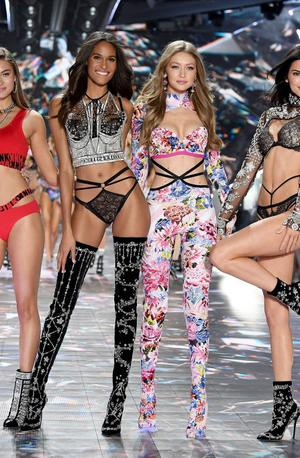 Legendarni modni šov Victoria's Secret letos odpovedan #video