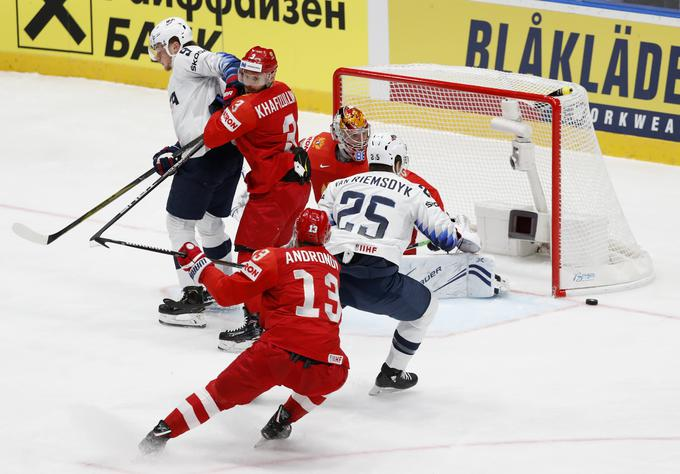 The Russians broke the Americans in the quarterfinals with 4: 3.