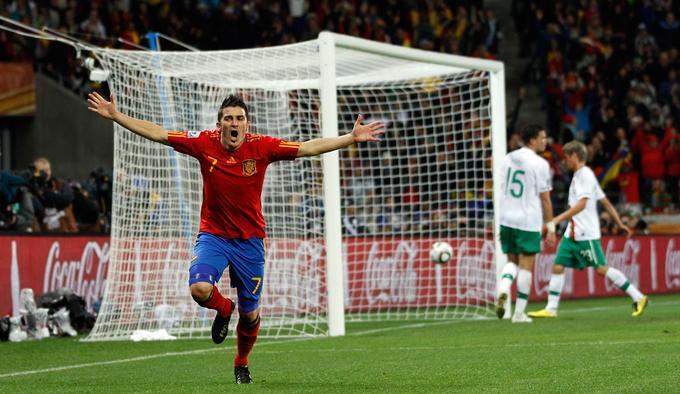 Španci so mundial v Afriki začeli neprepričljivo, saj so izgubili proti Švici. V nadaljevanju so se le ogreli, najprej ugnali Honduras (2:0), nato še Čile (2:1) in rapsodija v rdeče-rumenih barvah se je lahko začela. V osmini finala je padla Ronaldova Portugalska (1:0), odločilni zadetek je prispeval najboljši strelec furije David Villa, ki je bil uspešen tudi v četrtfinalu, ko je ponovno z 1:0 padel Paragvaj. Pred tem je bila Španija zadnjič v polfinalu SP leta 1950!