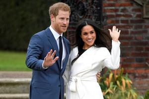 Princ Harry in Meghan Markle se bosta poročila maja #video