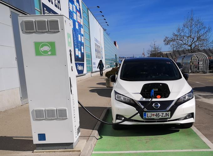 There are more and more charging stations and a continuous-filling station (50 kW) is also available in front of the shopping center in the middle of Ljubljana.