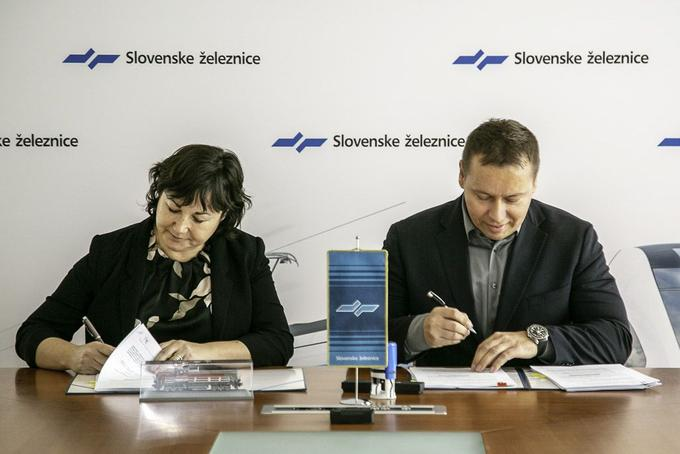 SŽ-Tovorni promet signed today with the Czech manufacturer CZ Loko a contract for the purchase of four new diesel locomotives to be moved to the Koper freight station.