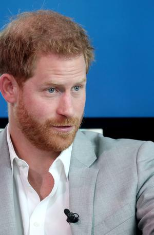 Harry odletel v Kanado, Meghan tudi tam za petami paparaci #video
