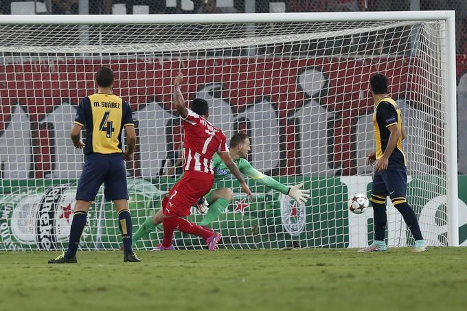 Ob debiju med vratnicama Atletica je v Pireju pri porazu proti Olympiakosu prejel tri gole.